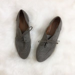 [Xhiliration] Gray Perforated Lace up Loafers